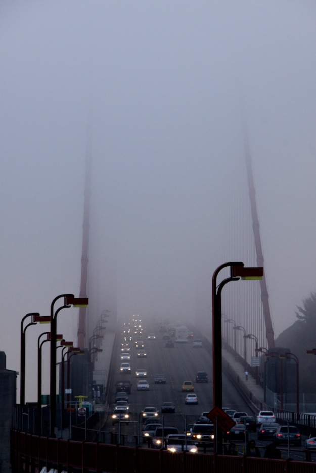 Golden-Gate-Bridge-in-fog