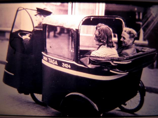 vintage-photo-tuk-tuk-taxi