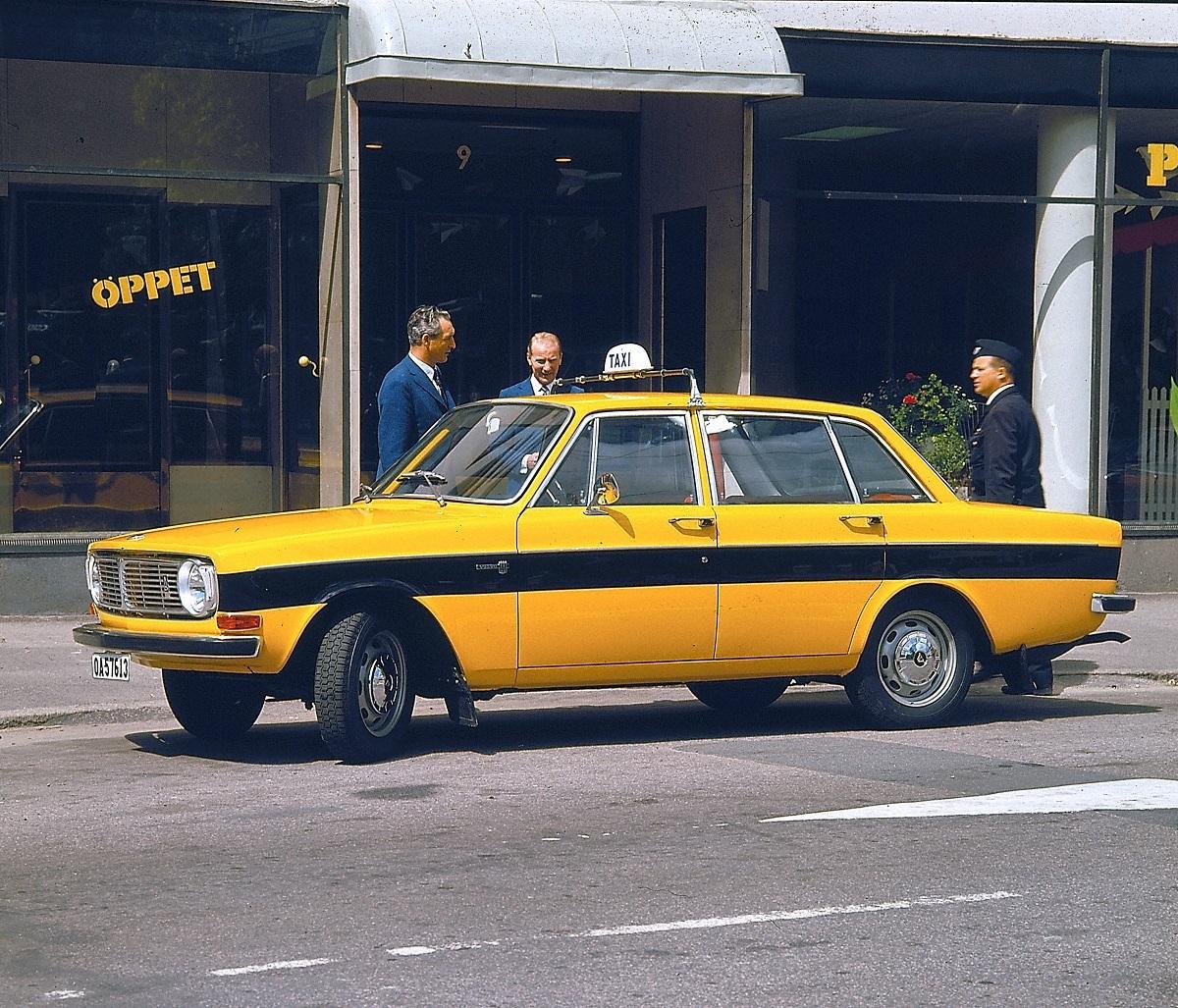 volvo-144-taxi-sweden