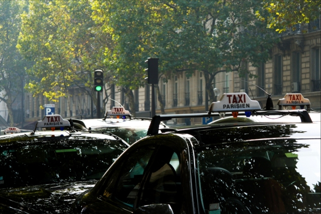 taxis-paris-france