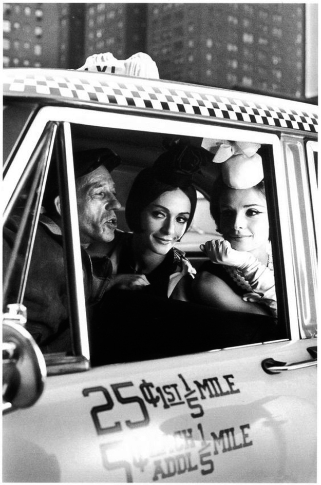 03-happy-people-taxi-vintage