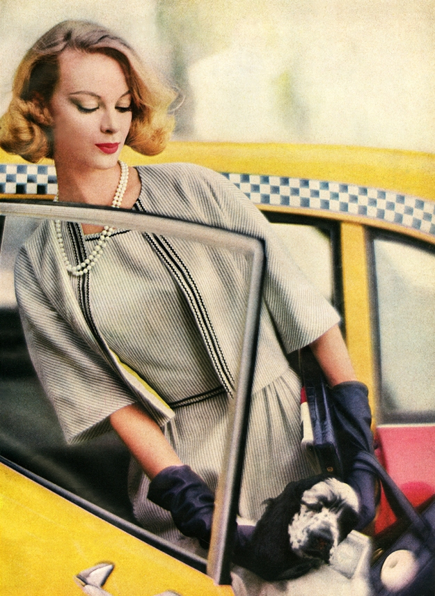 05-fashion-taxi-vintage-woman