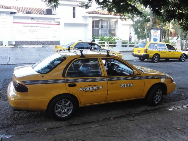 A-taxi-in-El-Salvador-min