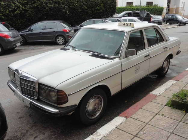 An-old-Mercedes-in-Rabat