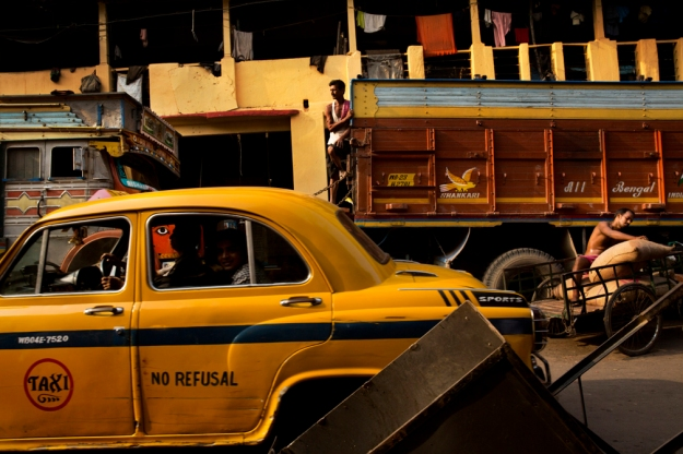 Taxi-Calcutta-India-By-Bernat-Armangue