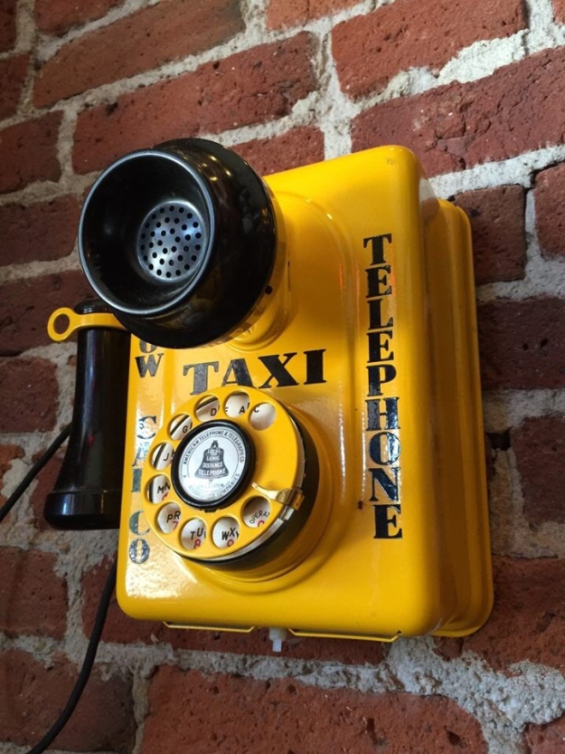 taxi-phone-yellow
